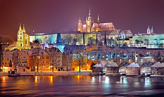 ville de prague la nuit
